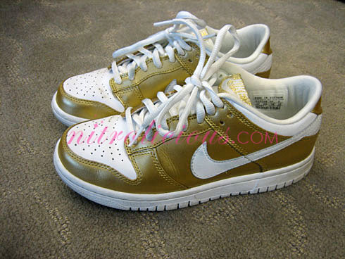 gold nike dunks