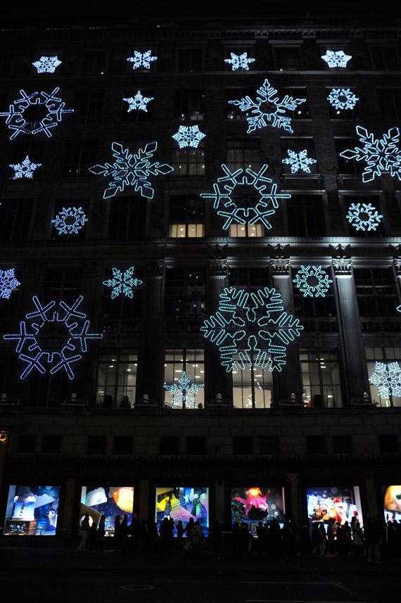 saks-and-windows-holiday-windows-01