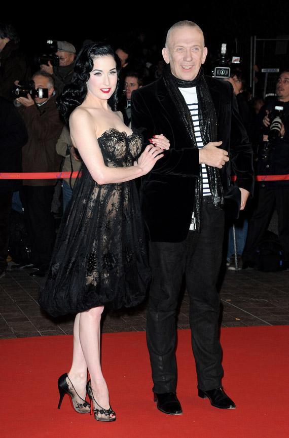 Dita-Von-Teese-NRJ-Music-Awards-2009-02