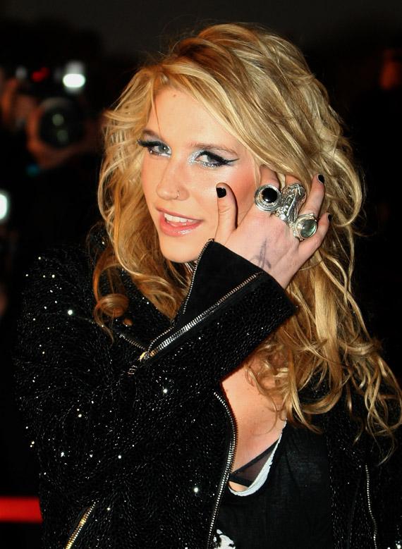Kesha-NRJ-Music-Awards-2009-01