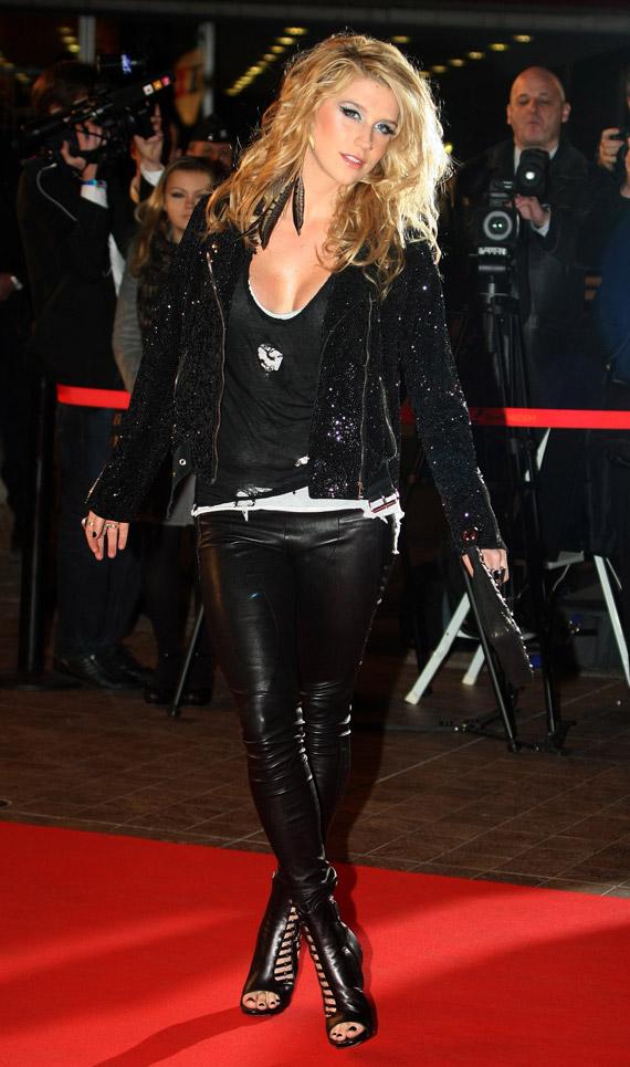 Kesha-NRJ-Music-Awards-2009-02