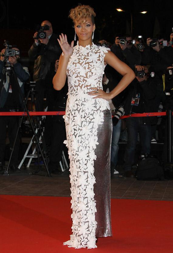 Rihanna-NRJ-Music-Awards-2009-03