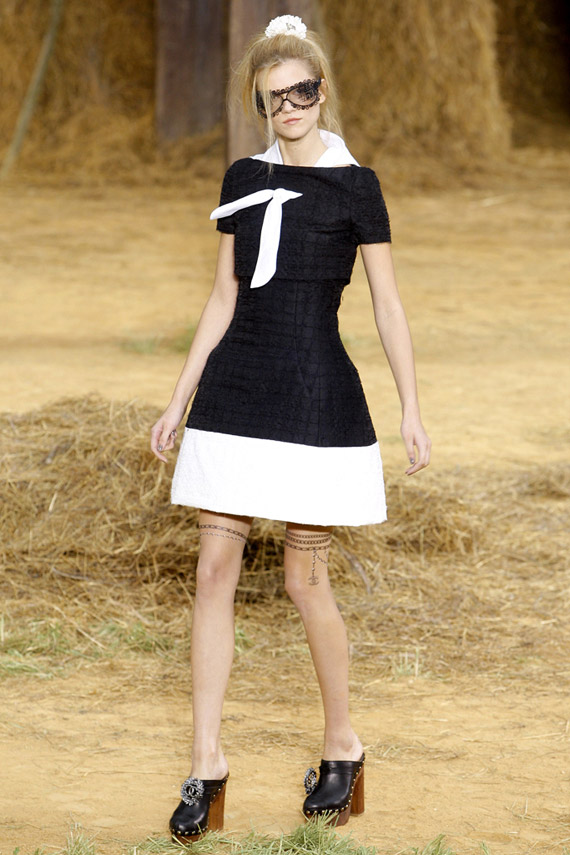 chanel-spring-2010-look-02