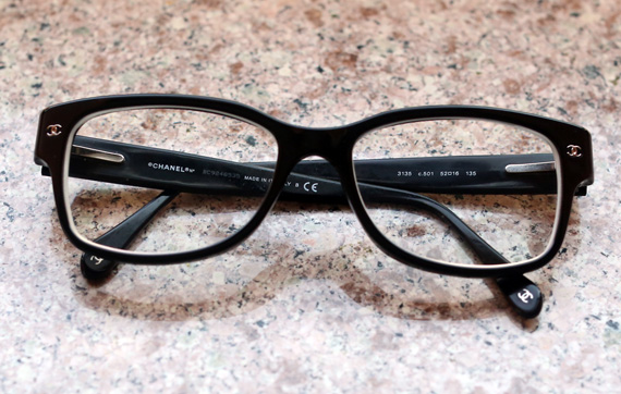 picking the eyeglasses at lenscrafters