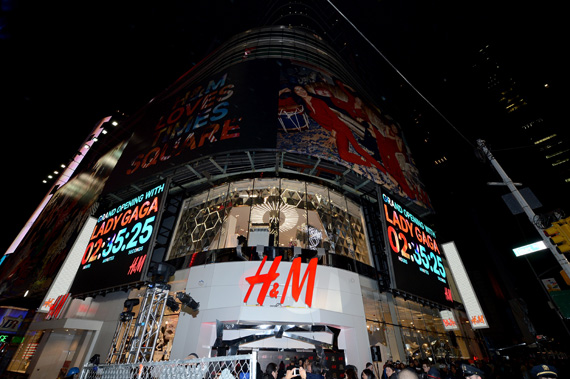 H&M offers fashion and quality at the best price with a broad and varied selection of clothing and coordinated accessories for women, men, teens and children - and new items arrive in store every day.