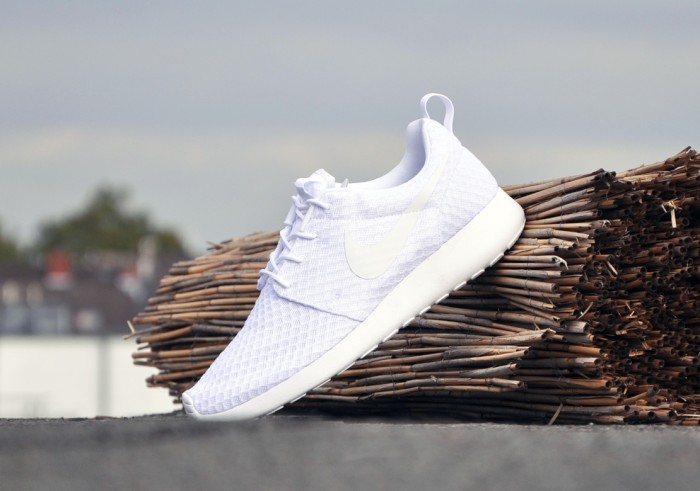 new concept 87018 266b6 Nike Roshe Run All White - nitrolicious.com