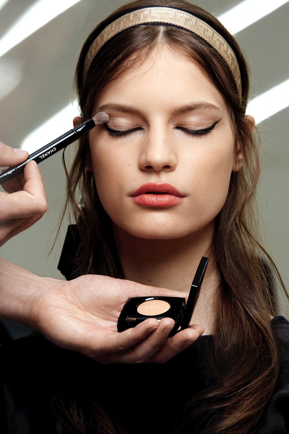 Chanel Makeup Brushes: CHANEL Cruise 2017-18 Paris Show Backstage Makeup