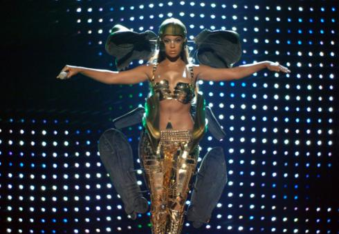 Beyonce Channeling C-3PO @ 2007 BET Awards!